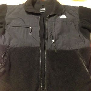 Size large. Men's The North Face Denali coat.